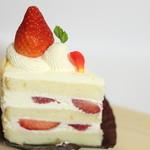 パティスリー シェリール - ショートケーキ。