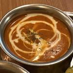 108463150 - 甘みとスパイスの後に辛味が来るバターチキンカレー