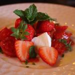 ミルク&ビアホール九十九 - 苺のカプレーゼ