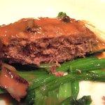 バティチ - バティチランチ 1300円 のえぞ鹿のハンバーグステーキの断面