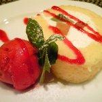 バティチ - バティチランチ 1300円 のロールケーキとフランボワーズのソルベ