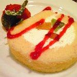 バティチ - バティチランチ 1300円 のロールケーキ