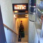 バティチ - 外観の地下1階入口への風景です