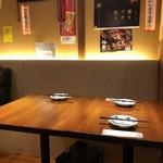 108484336 - 隣のテーブル