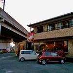 だるま食堂 - 上越・北陸新幹線の高架脇にあります