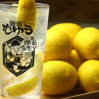 厳選日本酒でゆったり一杯も、レモンサワーで刺激的な乾杯も!