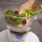クロッシュ - 伊澤さんのキウイとヨーグルトムースのパフェ