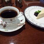プルミエカフェ - 珈琲600円とチーズケーキ セットではありません!