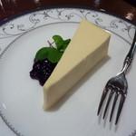 プルミエカフェ - こってりとしたチーズケーキ 350円