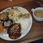 ブランティーグル - 料理写真:ハンバーグプレート(デザート&ドリンク付き)1280円