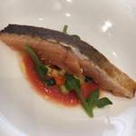 108502224 - 魚料理:神経〆サクラマス ラタトゥイユ 火入れがいい。皮がパリッと、身は半生。とても好みです。 ソースは存在感があるサクラマス支えるラタトゥイユ。 野菜は水ナス、パプリカなど。全体のハーモニーのよさを感じました。