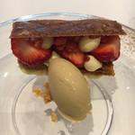 108502234 - デザート:苺のミルフィーユ パイがサクサク。かなり好み。