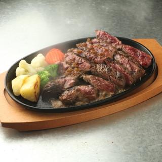 本格ステーキの鉄板焼きもご用意!