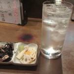 高田屋 - つきだしと芋ソーダ