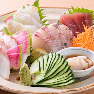 全国各地から、その時期一番美味しい魚や野菜を取り寄せています