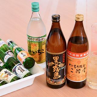日本酒は全国から21種類を厳選。1合瓶で提供するスタイルです