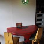 蕎麦+酒=雲母 - 店内(テーブル席)