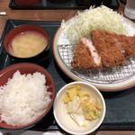 とんかつ伊勢 - ランチ限定 北斗の島豚定食 1000円