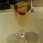 三ツ星屋台 - グラスでいただけるシャンパーニュ