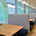 アイビアー・ルサンパーム - JR中央改札が見下ろせる特等席 (お店投稿写真を拝借)