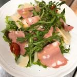 ルチェンテ クチーナ イタリアーナ - モルタデッラとパルミジャーノレッジャーノのサラダ