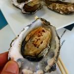 佐久間海産商会 - 料理写真:焼きカキ1コ250円