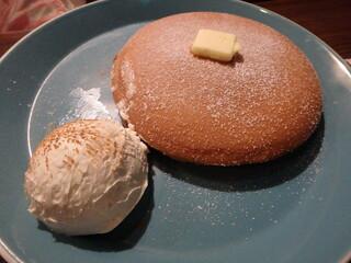 オスロ コーヒー 横浜ジョイナス店 - デンマークチーズパンケーキ¥580