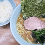 横浜ラーメン 武蔵家  - 料理写真:ラーメン並+ライス中