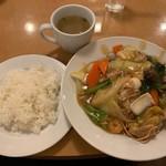 南海飯店 - かたい焼ソバとライス
