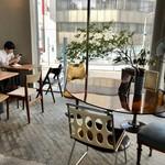 ツキ コーヒースタンド - アンティークとモダンがミックスしたお洒落カフェ