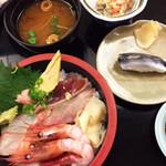 吾妻寿司 - ちらしセット¥880 にままかり+¥250。コハダを柔らかくしたかんじ?チラシはさわらの醤油漬けが美味でした。