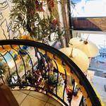 大阪カオマンガイカフェ - 私たちの席から下を見下ろすと…こんな感じ❤︎