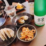酒ノみつや - 左が定番贅沢すぎる魚肉ソーセージ