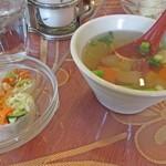 サワディー - スープと生春巻き