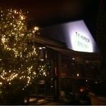 T.Y.HARBOR - 「T.Y.HARBOR BREWERY」 外観※クリスマスの時期は、店頭にクリスマスツリーが置かれていました。