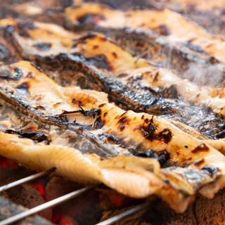 厳選したうなぎを炭火で熟練の技によりフワッと焼き上げる。