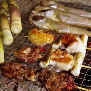 比内地鶏の炭火焼が自慢◎濃厚な旨味とぷりぷりの歯応えに舌鼓…