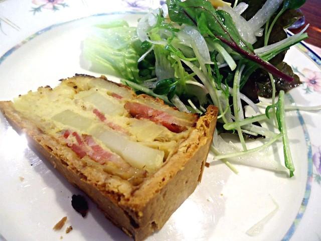 ムッシュ田中の料理とワインの店Vin Vin - オードブル(ベーコンとジャガイモのキッシュ)