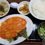 丸宝食堂 - エビチリ定食