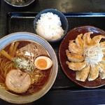 五味八珍 - 浜松餃子とラーメンのセット