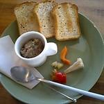 カフェ ニジョウヒピン - レバーペーストと全粒粉のトースト 600円