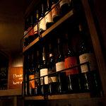 ベジバード - ワインの瓶が、沢山、飾ってあります♪