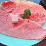 モリタ屋 - サシが綺麗に入った、身厚な牛肉