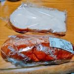 小松パン店 - 手前スパゲッティサンド、奥シュガーパン