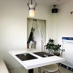 レストランティーズ - レストランは2F、個室風の部屋もあり。