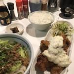 うどん屋 米ちゃん - Bセット(チキン南蛮5個、うどん中、ごはん中、漬物)+肉味噌麺に変更