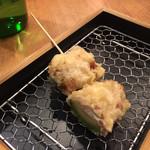 日本酒バル 富士屋 - アボカドクリームチーズ天 250円