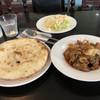 International Village - 料理写真:サラダ、パン、メイン