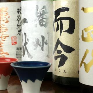 多彩な日本酒とレモンサワー。こだわりが凝縮した一杯を――。