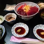 居酒屋 くじらい - 三食丼定食(鮪、鰹、鯨) 1000円